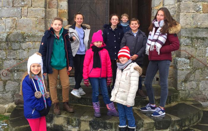 Les ATEM sur les marches de l'église de Marly-Gomont